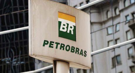 Petrobras dieu chinh gia ban xang dau theo thi truong quoc te - Anh 1
