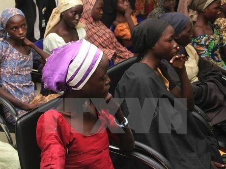 Nigeria tiep tuc dam phan de giai cuu nu sinh bi Boko Haram bat coc - Anh 1