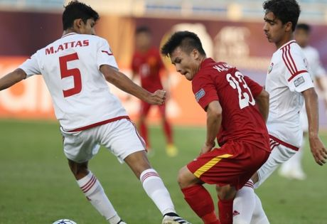 U19 Viet Nam chia diem truoc U19 UAE trong the mat nguoi - Anh 1
