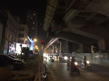 HN: Cong nhan roi tu cong trinh duong sat tren cao xuong dat - Anh 1
