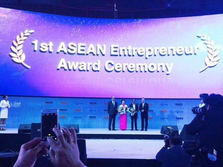 Chu tich HDQT SeABank va Tap doan BRG duoc dien dan kien thuc the gioi vinh danh 'Doanh nhan tieu bieu ASEAN 2016' - Anh 1