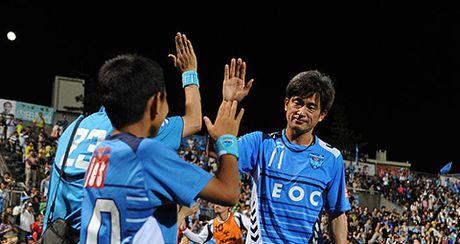 Cong Phuong ra san trong tran hoa giua Mito Hollyhock va Yokohama FC - Anh 1