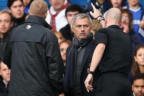 'Nhac kheo' trong tai tran gap Liverpool, Jose Mourinho bi FA dieu tra - Anh 2