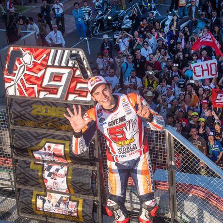 Cap doi Yamaha do duong, Marc Marquez vo dich MotoGP 2016 truoc ba chang dua - Anh 7