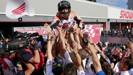 Cap doi Yamaha do duong, Marc Marquez vo dich MotoGP 2016 truoc ba chang dua - Anh 8