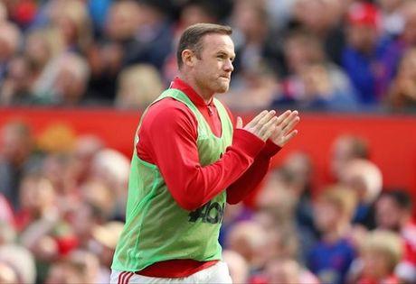 Mourinho phan phao Giggs, noi lai cho ro ve Rooney - Anh 2