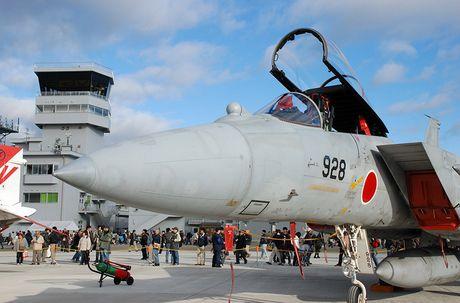 Nhat Ban dung tiem kich F-15J dau Su-35, J-20 Trung Quoc? - Anh 1