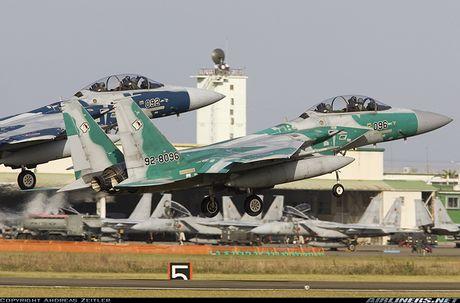 Nhat Ban dung tiem kich F-15J dau Su-35, J-20 Trung Quoc? - Anh 9