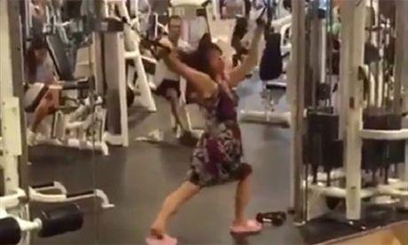 Khi chi em thuc su tap gym - Anh 1