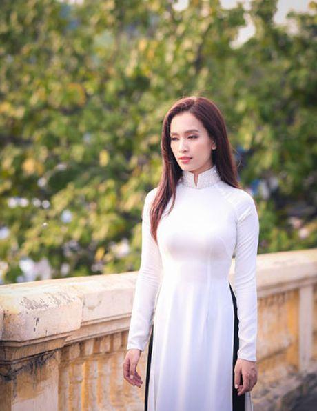Duc Bao, Ai Phuong tay trong tay dao pho Ha Noi - Anh 8