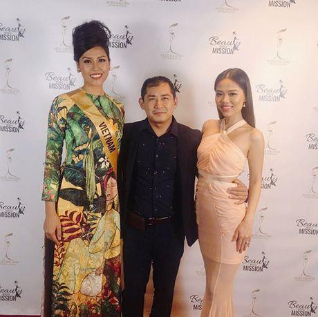 Nguyen Thi Loan toa sang tai phan thi trang phuc dan toc Hoa hau Hoa binh Quoc te 2016 - Anh 5