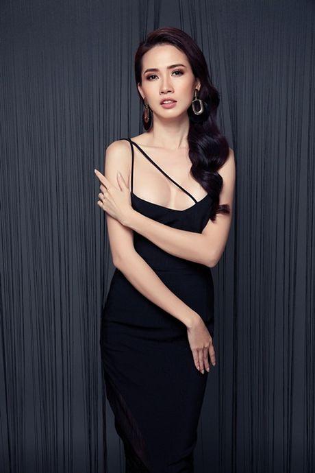 Phan Thi Mo tung bo anh sexy sau khi duoc ban trai tang nhan tien ti - Anh 1
