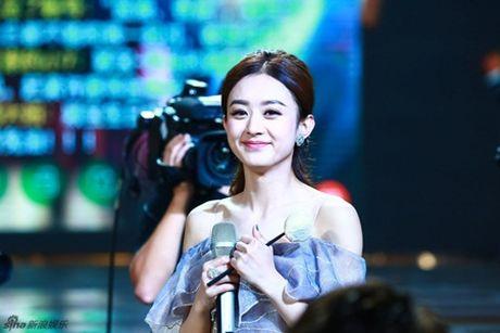 Trieu Le Dinh an banh bao mung sinh nhat tai Le trao giai Kim Ung 2016 - Anh 10