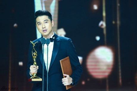 Trieu Le Dinh an banh bao mung sinh nhat tai Le trao giai Kim Ung 2016 - Anh 5