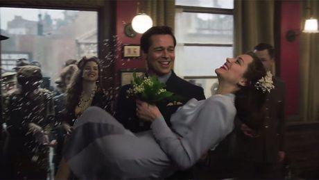 Brad Pitt va chuyen tinh nong bong trong trailer phim moi - Anh 1