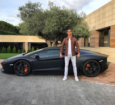Ronaldo khoe sieu xe mung Real dai thang - Anh 1
