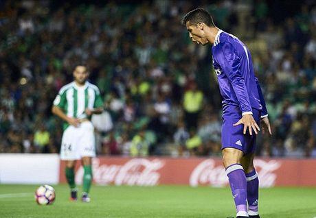 Ronaldo khoe sieu xe mung Real dai thang - Anh 2