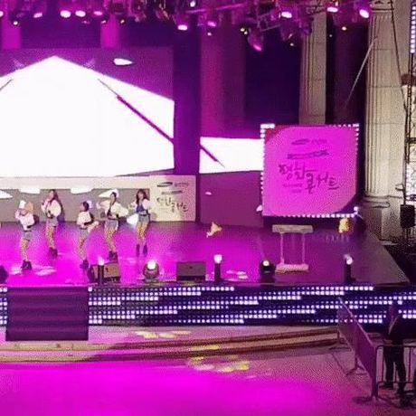 Idol Kpop tuot giay vi dien qua sung - Anh 1