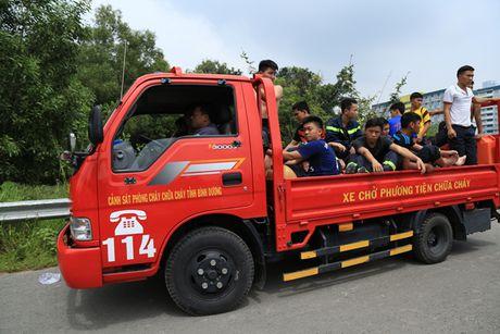 Giang luoi tim kiem be trai 8 tuoi bi nuoc cuon o Binh Duong - Anh 4