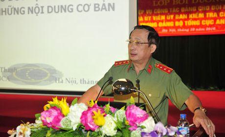 Khai giang lop boi duong nghiep vu cong tac Dang - Anh 1