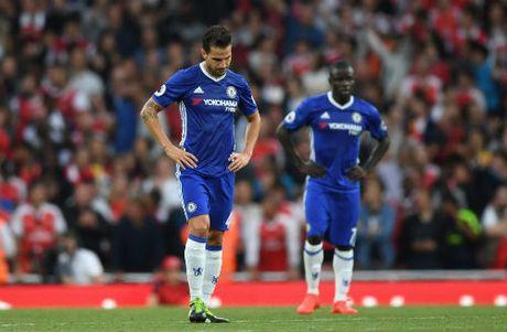 Fabregas: Chelsea hat hui, Milan cung phu phang - Anh 1