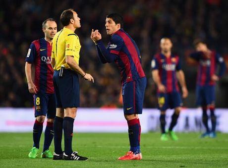 Luis Suarez o Barca: Tat xau kho chua - Anh 1