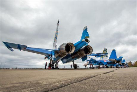 Phi doi trinh dien khong quan Nga nhan tiem kich Su-30SM - Anh 6