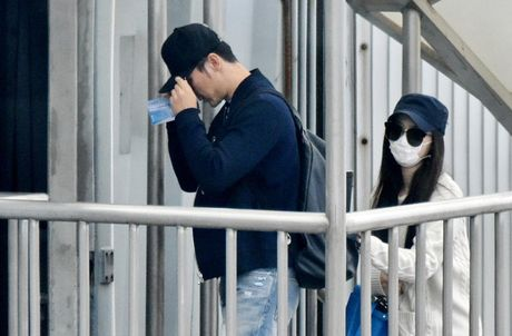 Pham Bang Bang va ban trai nam chat tay 'dua nhau di tron' - Anh 3