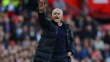 Phat ngon soc ve trong tai, Mourinho gap hoa? - Anh 1