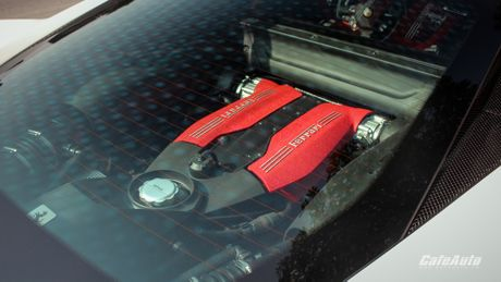 Ngam Ferrari 488 GTB trang lan banh tren duong pho Ha Noi - Anh 10