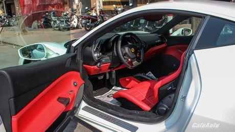 Ngam Ferrari 488 GTB trang lan banh tren duong pho Ha Noi - Anh 13