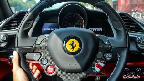 Ngam Ferrari 488 GTB trang lan banh tren duong pho Ha Noi - Anh 15