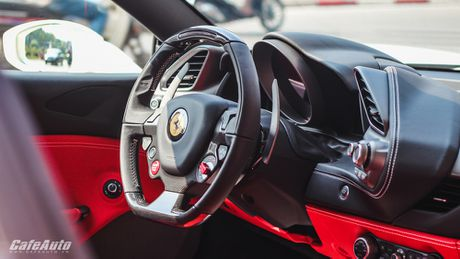 Ngam Ferrari 488 GTB trang lan banh tren duong pho Ha Noi - Anh 16