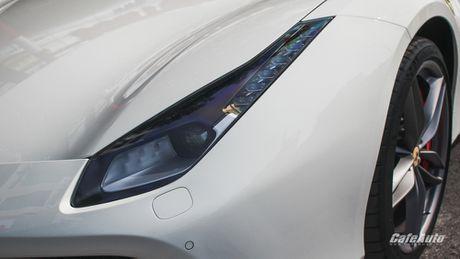 Ngam Ferrari 488 GTB trang lan banh tren duong pho Ha Noi - Anh 8