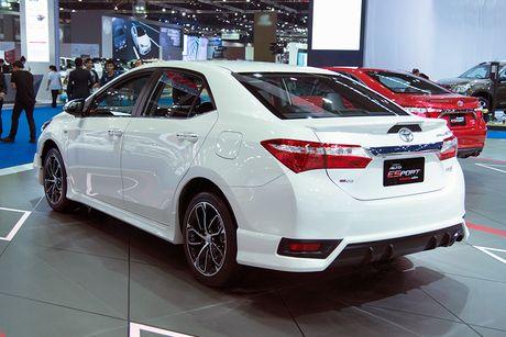 Toyota Corolla phien ban eSport 2016 ra mat tai Thai Lan - Anh 3