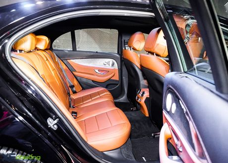 Chi tiet Mercedes-Benz E300 AMG gia 3 ty dong - Anh 14
