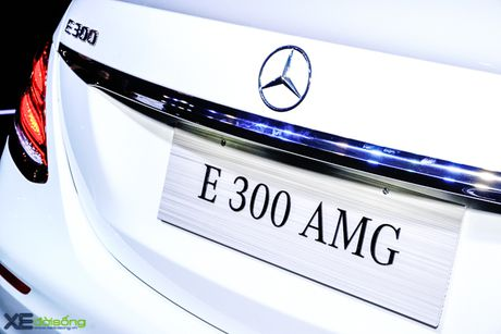 Chi tiet Mercedes-Benz E300 AMG gia 3 ty dong - Anh 18