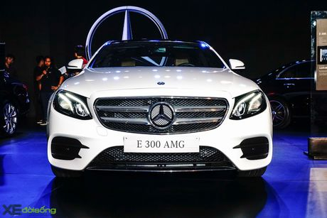 Chi tiet Mercedes-Benz E300 AMG gia 3 ty dong - Anh 1