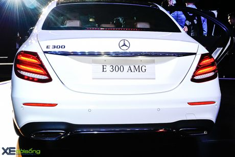 Chi tiet Mercedes-Benz E300 AMG gia 3 ty dong - Anh 3