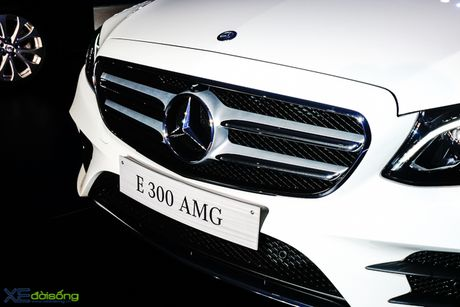 Chi tiet Mercedes-Benz E300 AMG gia 3 ty dong - Anh 4