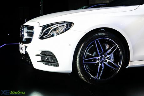Chi tiet Mercedes-Benz E300 AMG gia 3 ty dong - Anh 5