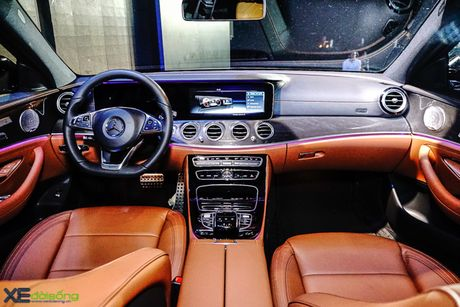 Chi tiet Mercedes-Benz E300 AMG gia 3 ty dong - Anh 7