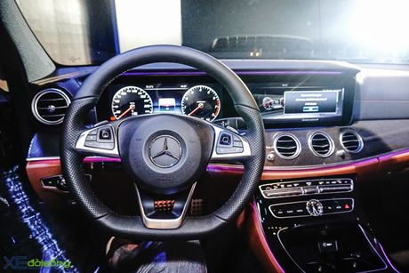 Chi tiet Mercedes-Benz E300 AMG gia 3 ty dong - Anh 8