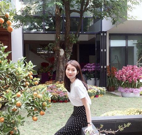 Cuoc song dang sau anh den san khau cua Hoa hau 'sach nhat' Viet Nam - Anh 18