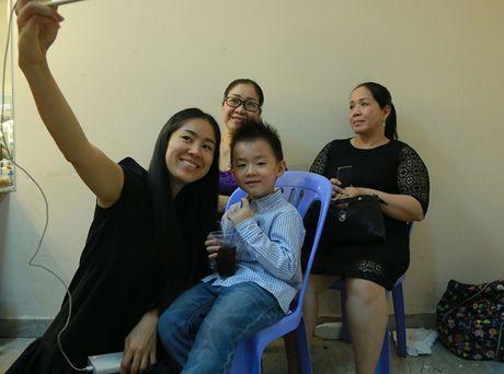 Con trai Le Phuong di xem me thi gameshow - Anh 3