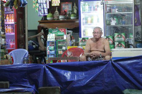 Nguoi Sai Gon phot lo ngap khi trieu cuong cao nhat nam - Anh 11