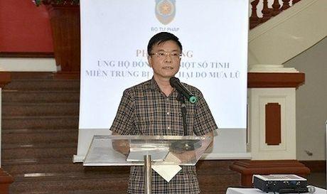 Bo Tu phap phat dong chuong trinh ung ho dong bao lu lut mien Trung - Anh 1