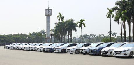 Choang ngop dan Mazda 3 hoi ngo tai Ha Noi - Anh 1