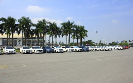 Choang ngop dan Mazda 3 hoi ngo tai Ha Noi - Anh 3