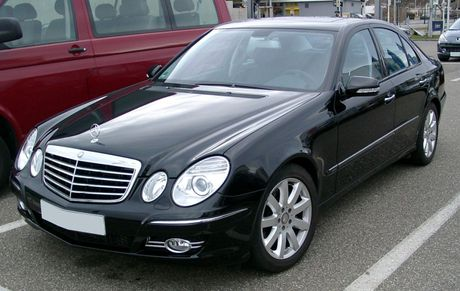 Nhin lai cac the he Mercedes-Benz E-Class - Anh 8